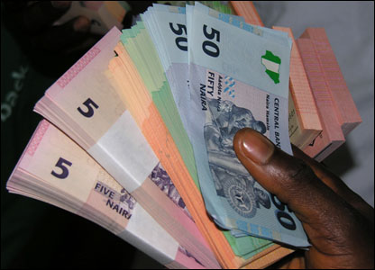Pressure on Naira  persists as CBN keeps rates unchanged