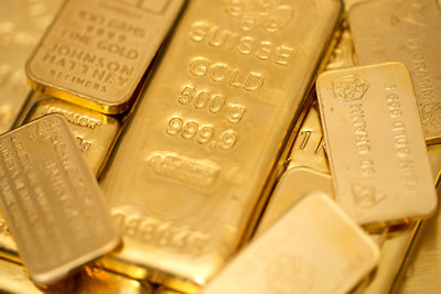 Gold dips below $1,400 but  still set for monthly gain