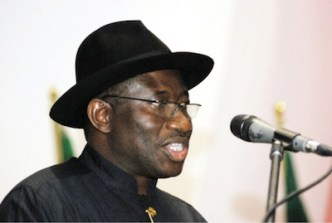 President Goodluck Jonathan delays budget on spending dispute -source