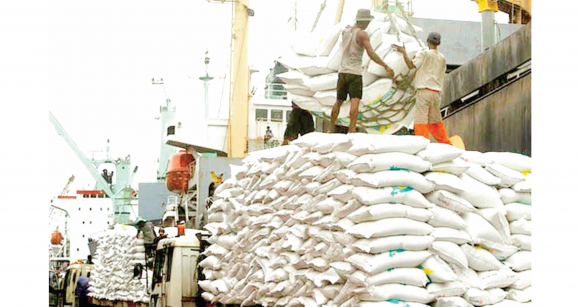 Dockworkers-offloading-bags-of-rice-at-the-port