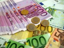 Euro jumps, Gold falls as French elections run