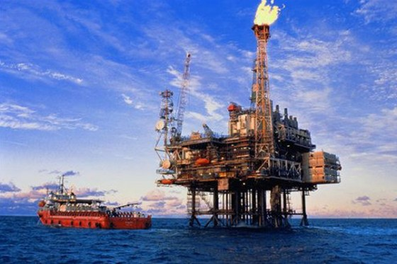 Oil heads for first annual gain in 3 years