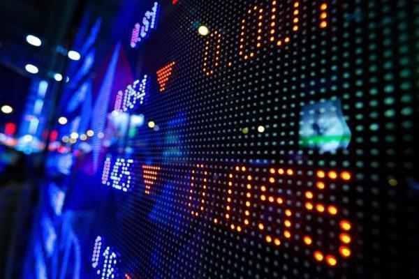 Stock market opens new week in green