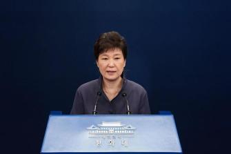 South Korean court to decide whether to arrest ousted president Park leftright 2/2leftright