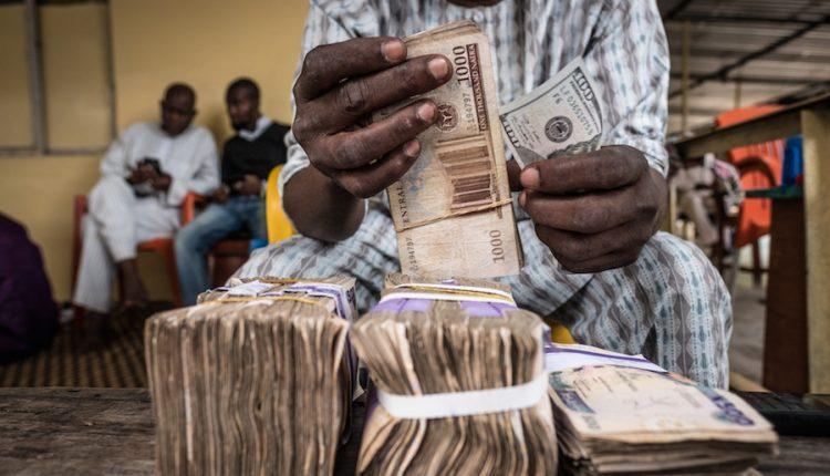 Dollar sells for N400 at black market after CBN adjusted FX