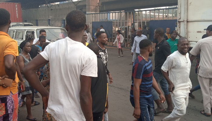 BREAKING: Gunshots as police, hoodlums clash over ban of commercial motorcycles, tricycles in Lagos