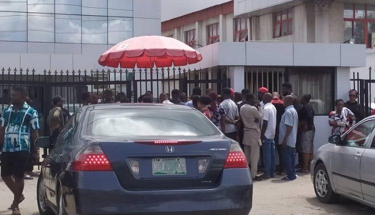 Nigerian Banks cut customers spending abroad on dollar shortage