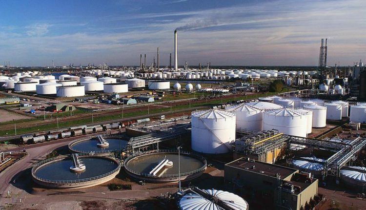 As oil income fall, FG considers selling marginal oil field licenses