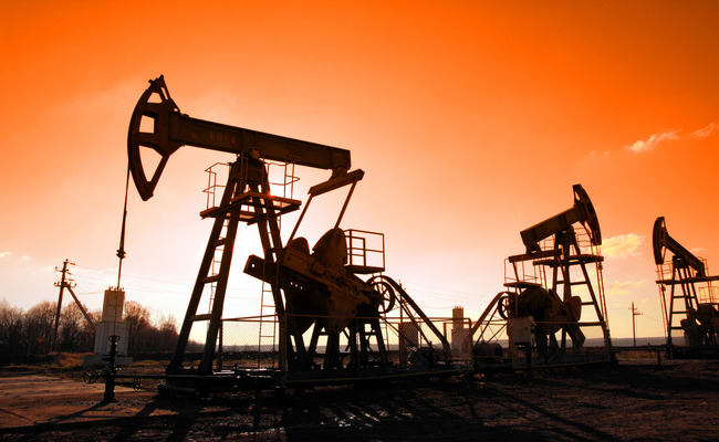 Oil climbs to $33.54 as market glut eases on lockdown relaxation