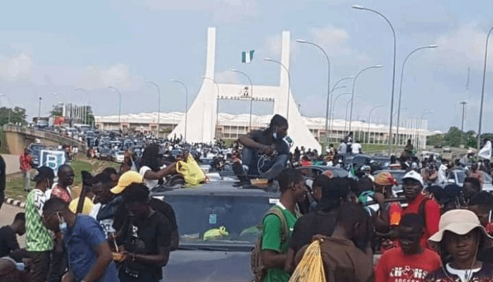 Abuja stand still as #EndSARS protesters defy ban, block Airport Road